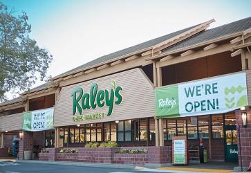 Converted Raley's O-N-E Market opens
