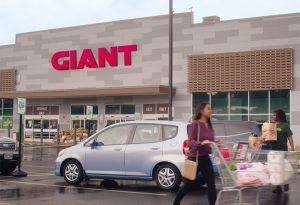 GIANT store exterior